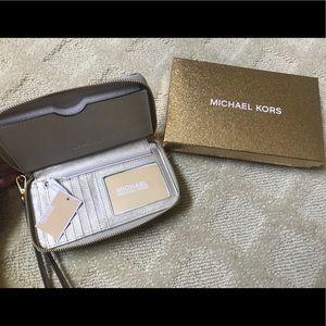 Michael Kors Smartphone & Wallet Wristlet